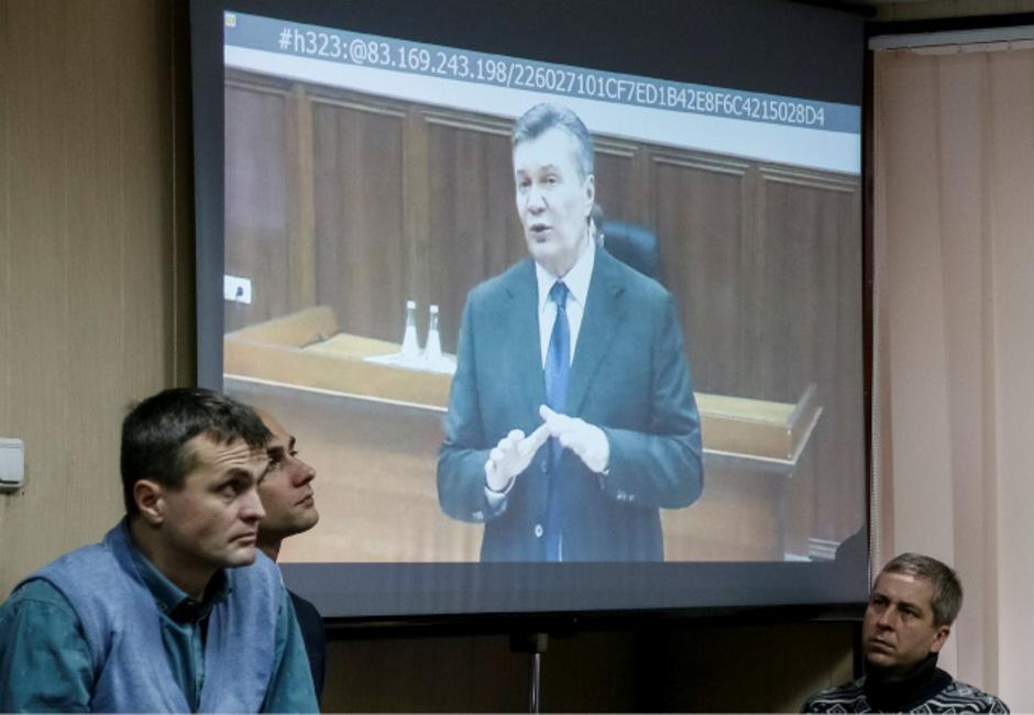 Viktor Janukowitsch gab sich bei der Video-Befragung ahnungslos.