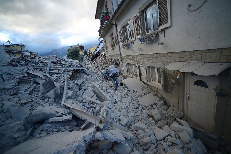 Kaum ein Gebäude in Amatrice blieb beim Erdbeben im August unbeschädigt.