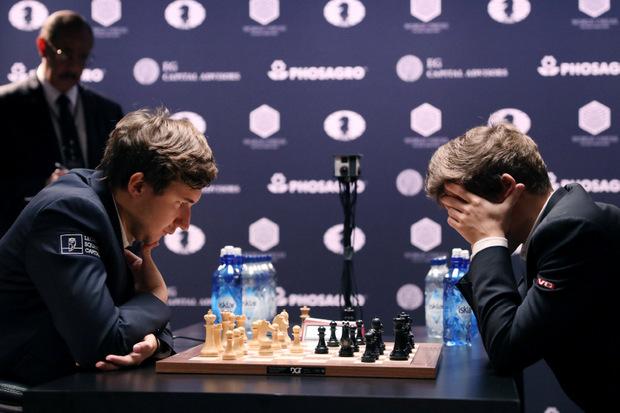 Nach zwölf Partien mit normaler Bedenkzeit war es 6:6 gestanden. Die Entscheidung fiel im Tiebreak.