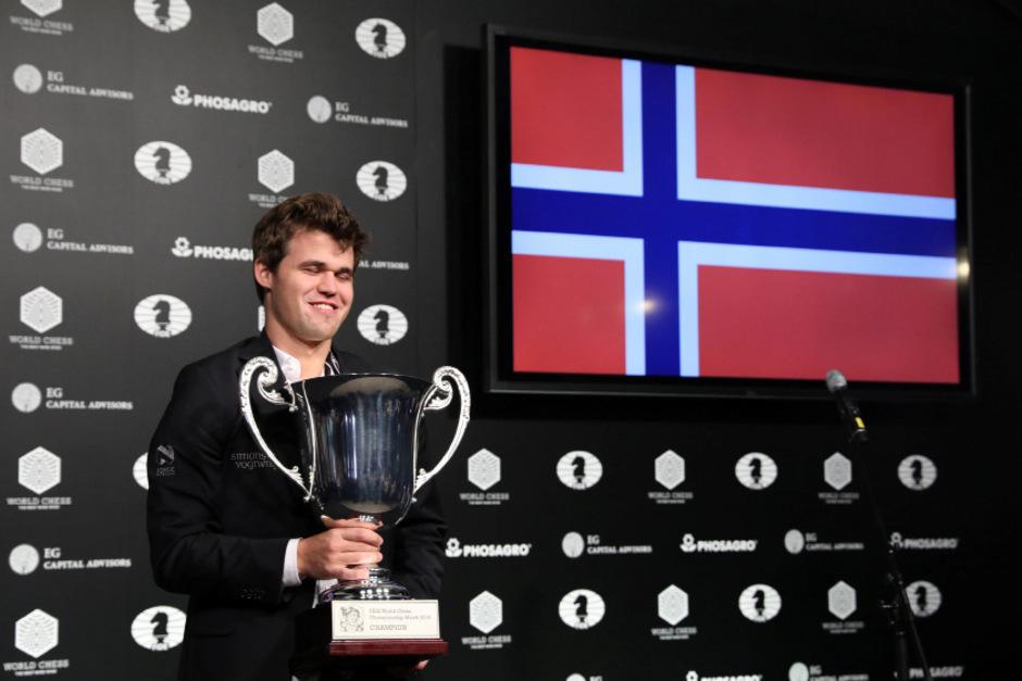 Magnus Carlsen bleibt Schach-Weltmeister.
