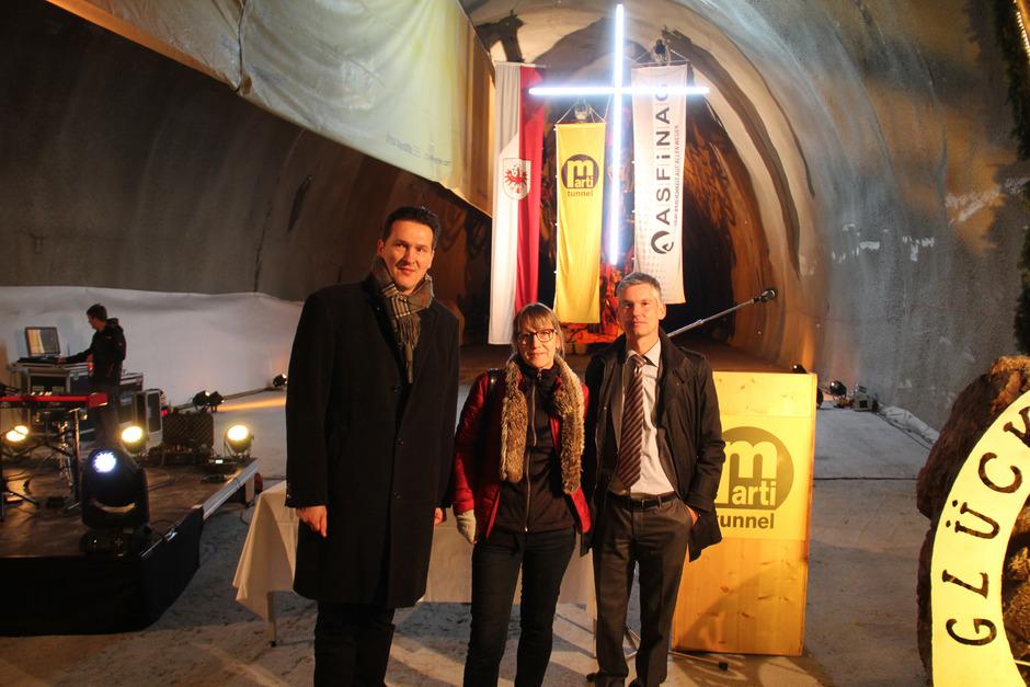 Tunnelpatin Andrea Geiger feierte mit Gernot Brandtner (Asfinag; l.) und Dietmar Kerbis (Marti).