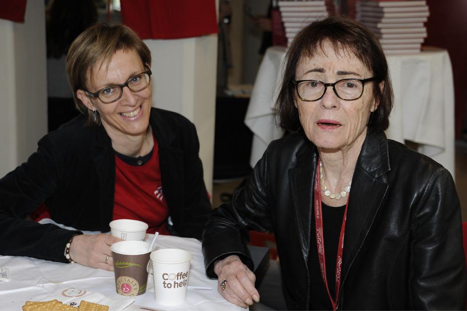 Petra Jenewein (l.) hat die an Demenz erkrankte Frau K. während ihrer letzten vier Lebensjahre begleitet.