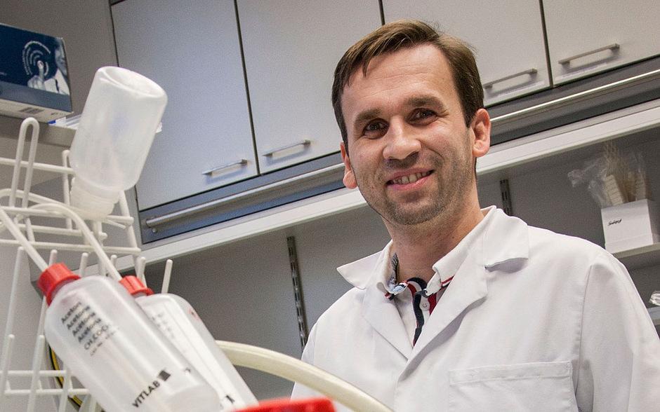 In den Labors der Gerichtsmedizin untersuchten der analytische Chemiker Herbert Oberacher und sein Team die Abwasserproben. Innsbruck ist die einzige Landeshauptstadt, die an der Studie teilnahm.