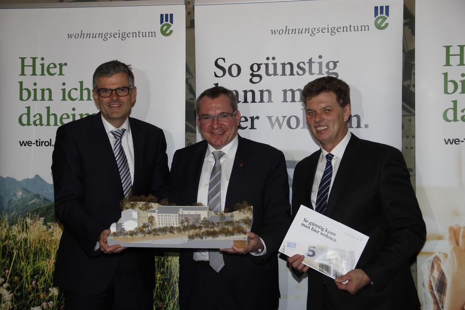 Bürgermeister Klaus Winkler, Wohnbaulandesrat Johannes Tratter und Walter Soier (v.l.) präsentierten das 5-Euro-Projekt gestern bei einer Pressekonferenz. Dem Gemeinderat wurde es bereits am Montagabend gezeigt.