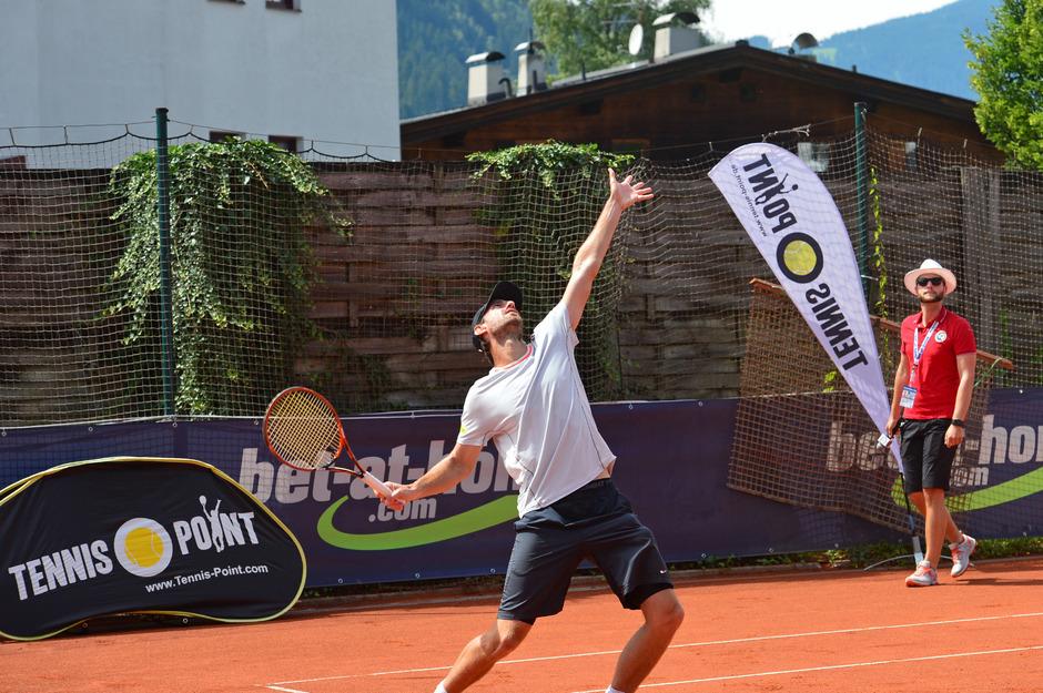 Tennis-Point betreibt in Österreich zwei Filialen und kooperiert unter anderem mit dem österreichischen Tennisverband ÖTV.