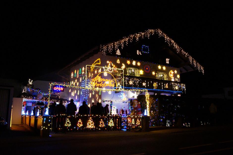 Weihnachtsbeleuchtung Außen Zug.Familienhaus In Vomp Stellt Alles In Den Schatten Tiroler