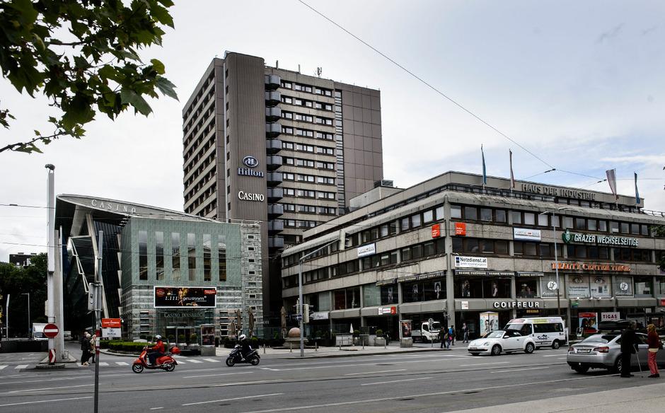 """Platters Idee von Landesbüros im Hilton-Turm dürfte nicht umgesetzt werden. Stattdessen soll nebenan ein """"Landhaus 3"""" errichtet werden."""