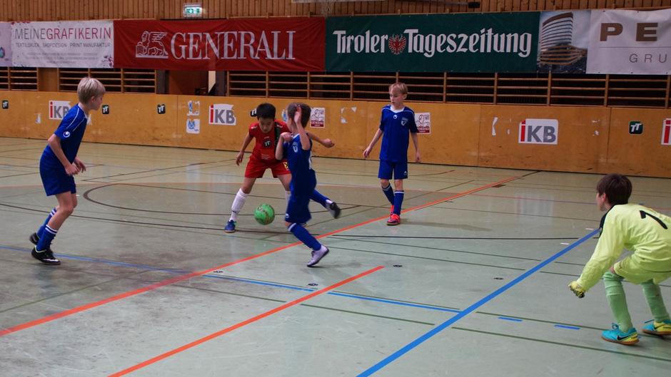 In der U11-Klasse blieb dem FC Wacker vor der Union Innsbruck (in Blau gegen Wacker) der fünfte Rang.