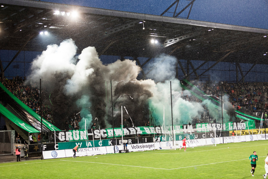 Rauchwolken im Tivolistadion symbolisieren derzeit die Situation von Wacker Innsbruck. Sie wollen sich nicht verziehen – im Gegenteil. Die Lage spitzt sich zu.