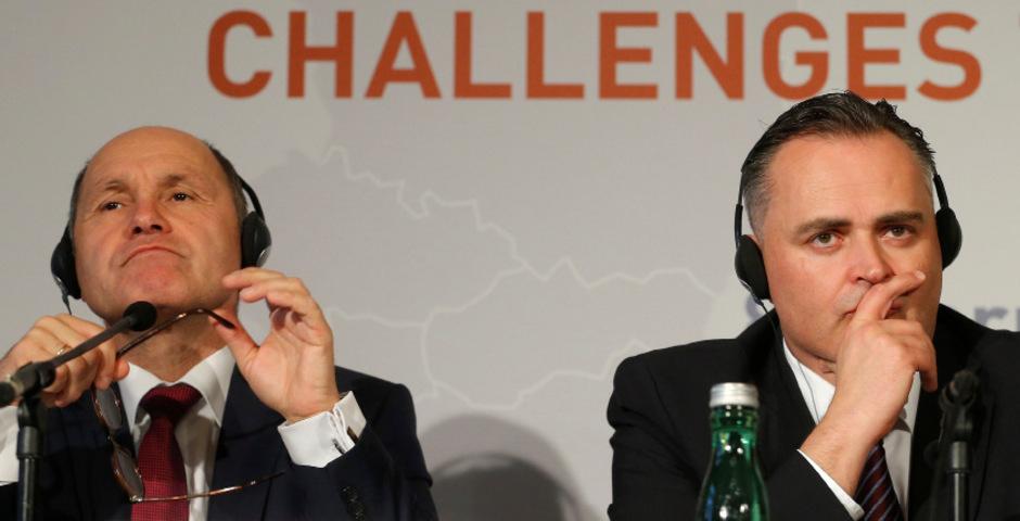Innenminister Wolfgang Sobotka (ÖVP/l.) und Verteidigungsminister Hans Peter Doskozil (SPÖ).