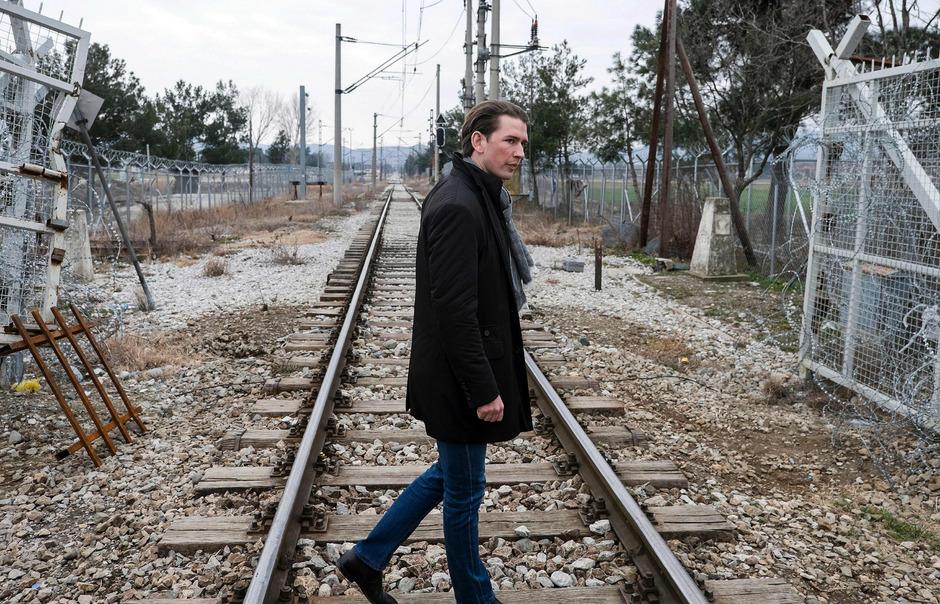 Österreichs Außenminister Sebastian Kurz an der griechisch-mazedonischen Grenze.