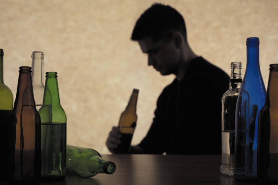 Ein Drittel der befragten Jugendlichen trinken mehrmals im Monat Alkohol.