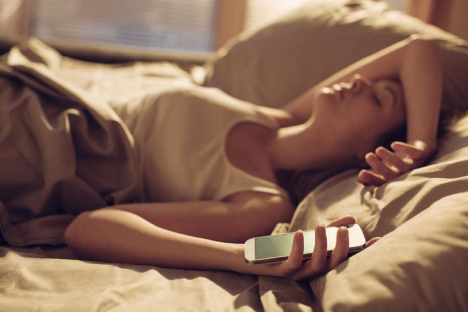 Wenn das Aufstehen zur Qual wird: Für viele Menschen sind mit dem Weckerklingeln schlechte Laune und Müdigkeit vorprogrammiert.