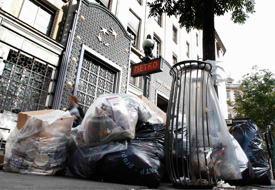 In Paris stapelt sich der Müll.