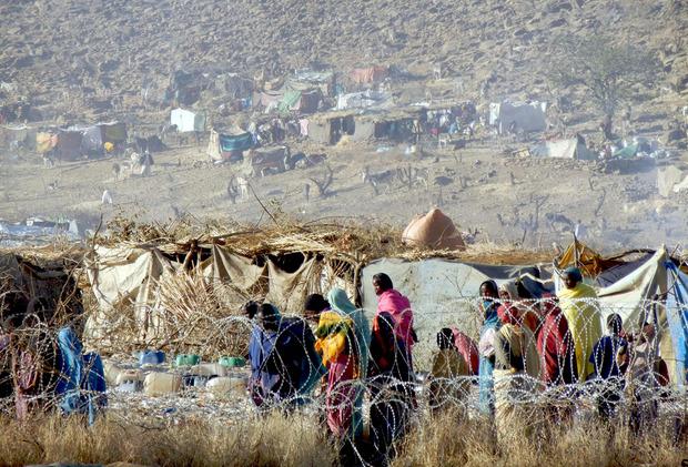 Wer die Möglichkeit hat, flüchtet in ein Flüchtlingslager.