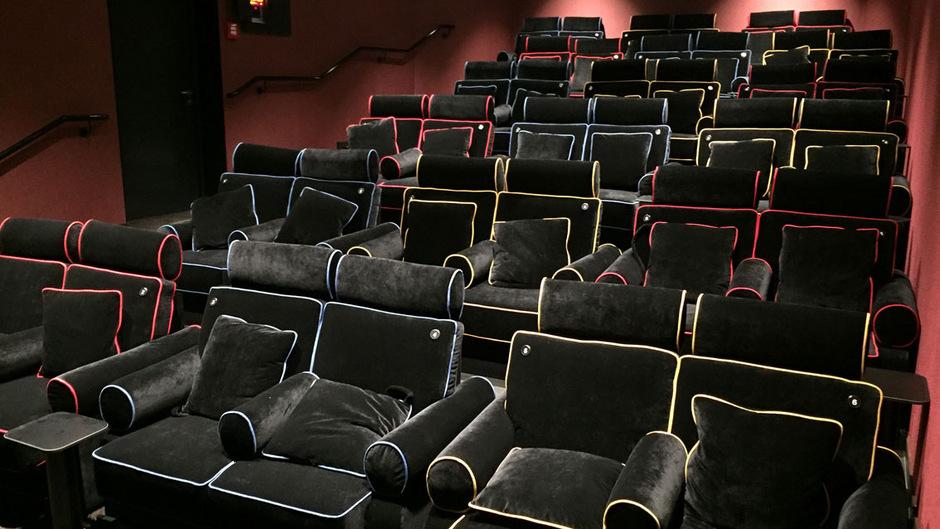 Wohnzimmer Im Kino: Couchsaal Eröffnete Im Metropol Innsbruck