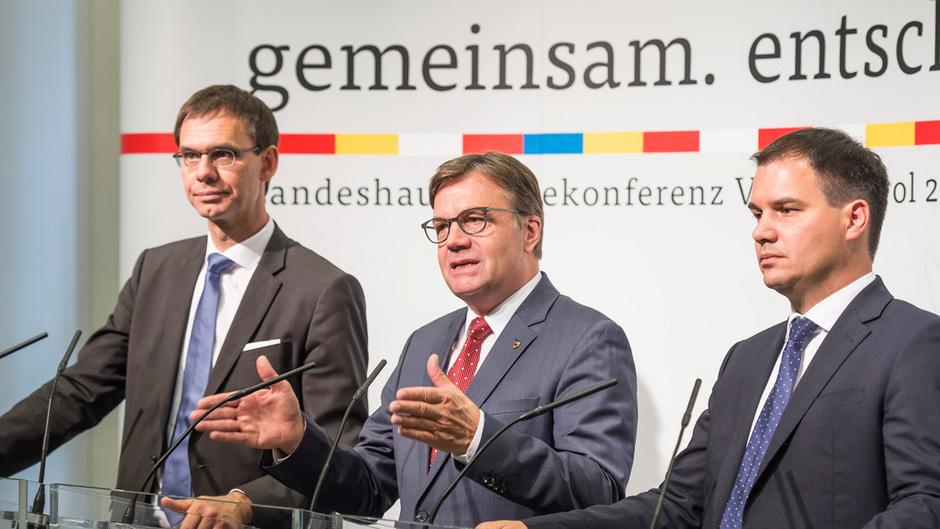 Markus Wallner (Vorarlberg), Tirols LH Günther Platter und LHStv. Michael Schickhofer (Steiermark) präsentierten die Ergebnisse der Finanzreferenkonferenz.