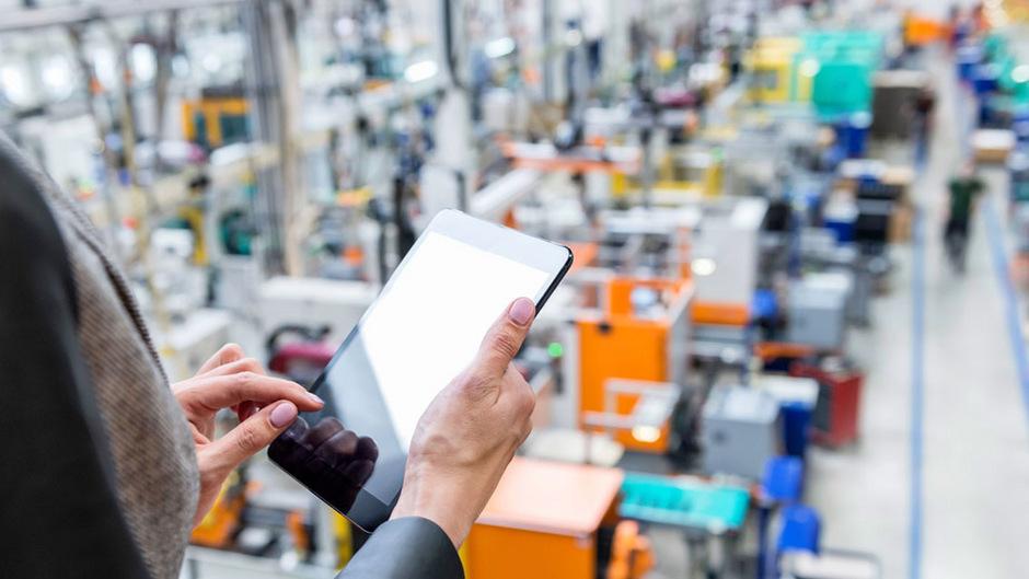 """Automatisierung und Digitalisierung ersetzen mehr und mehr die menschliche Arbeit. Zur """"Digitalisierung der Arbeit"""" gibt es am 22. Mai eine Diskussion im ÖGB-Saal Innsbruck, 20.30 Uhr."""