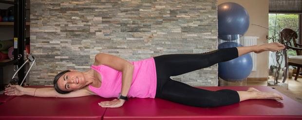 Eine Übung für feste Beine und den ultimativen Knack-Po: Der Leg Lift.