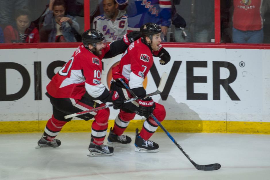 Ottawa-Spieler Kyle Turris schießt ein Tor in der Verlängerung.