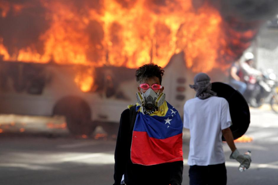 Immer wieder kippen die Demos in Venezuela ins Gewaltsame um.