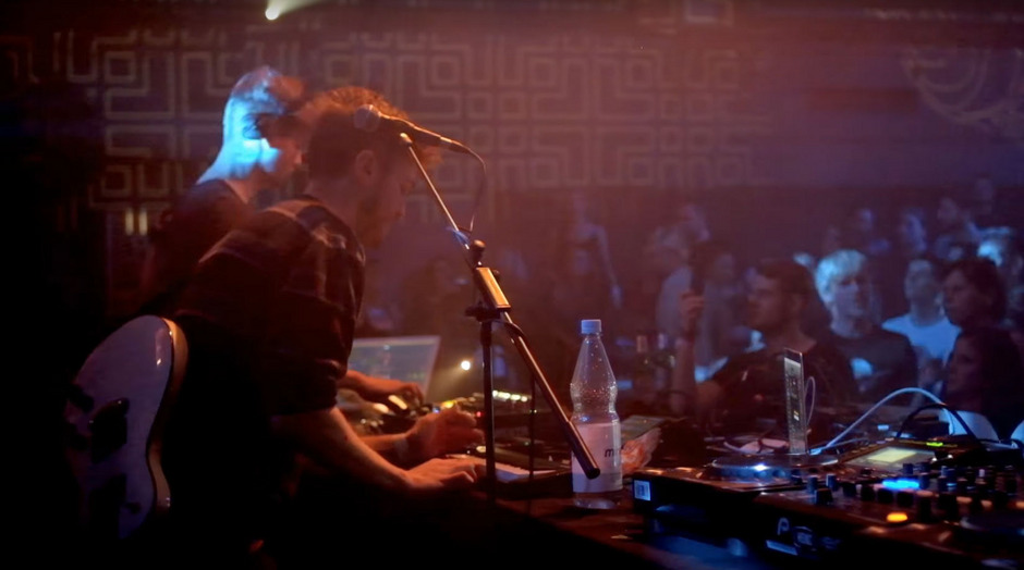 BONDI live während eines Auftritts beim 3000Grad Wanderzirkus in Hamburg.