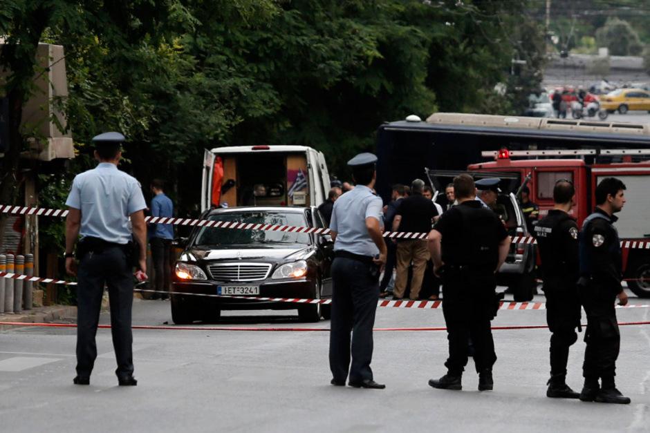 Polizeikräfte nach der Explosion im Zentrum von Athen.