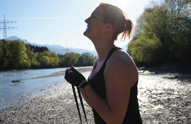 Katrin schöpft Kraft beim Trainieren.