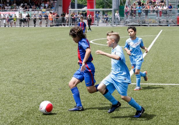 Es war nicht Carles Puyol, dem die Nachwuchskicker vom SC Kirchberg auf den Fersen waren – trotzdem begeisterte Barcelona.