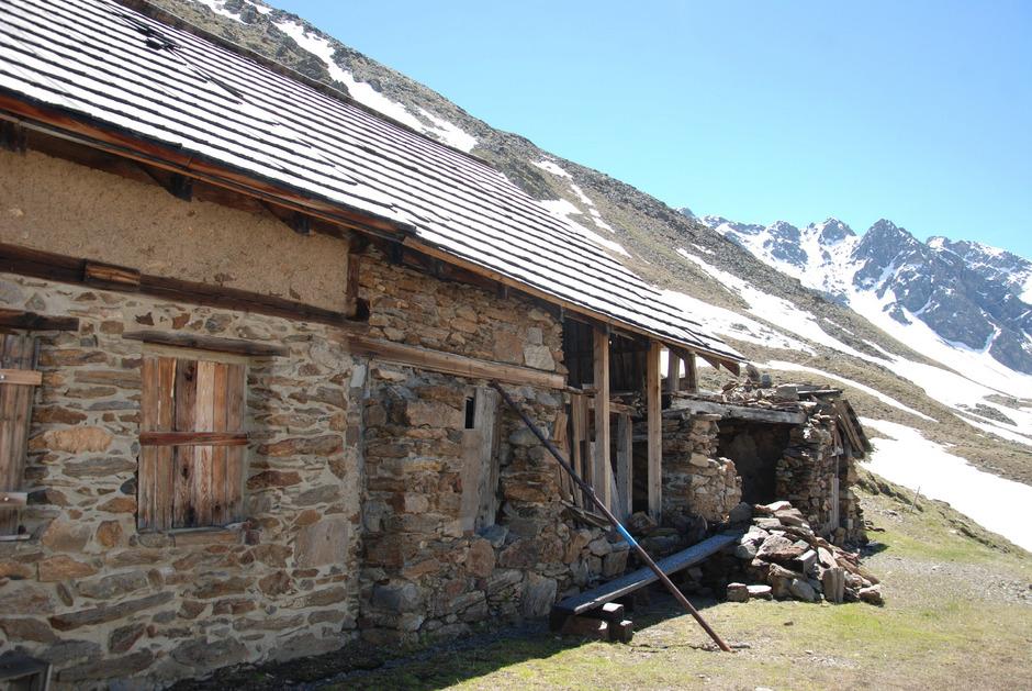 Die denkmalgeschützten Berghäuser (2510 m) im Platzertal bei Pfunds werden ab 19. Juni saniert.