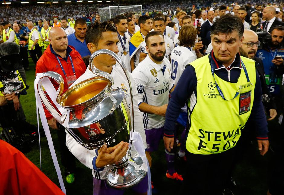 Zum bereits vierten Mal in seiner Karriere durfte Cristiano Ronaldo mit der CL-Trophäe auf die Ehrenrunde gehen.