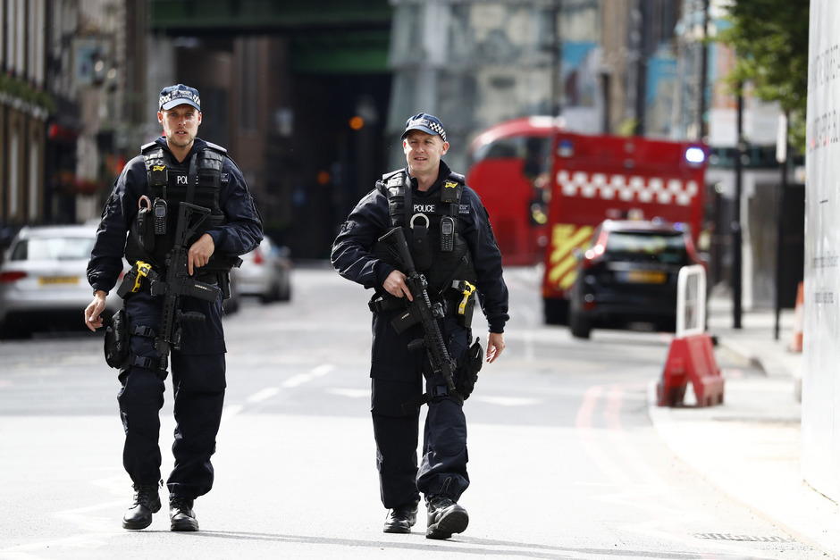 Polizisten in der Nähe der London Bridge (Symbolfoto).