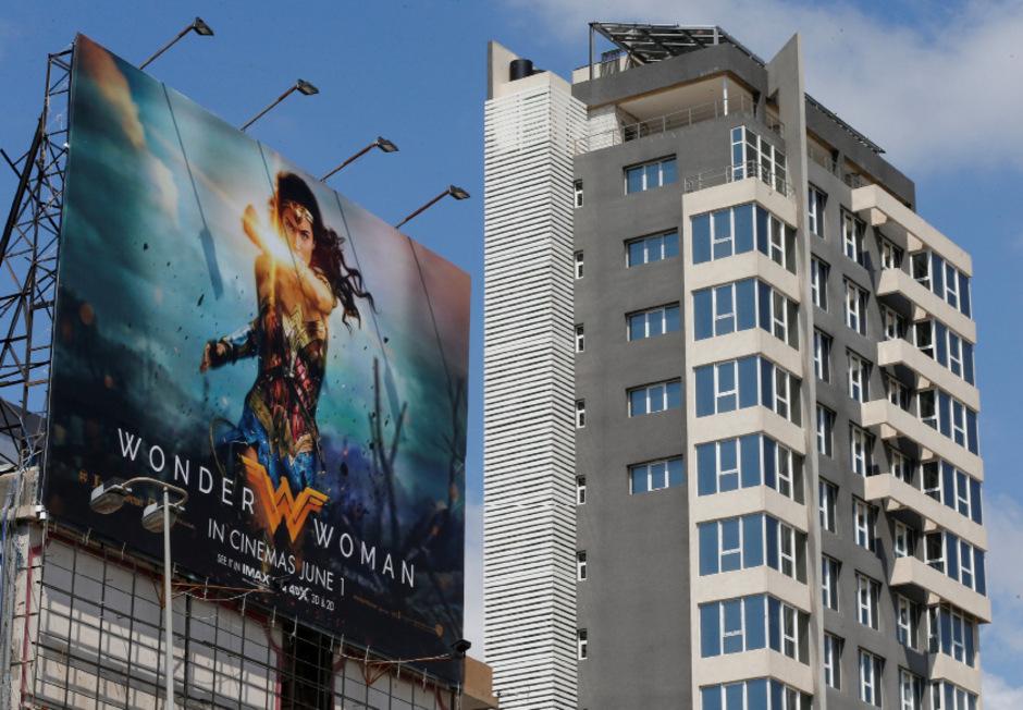 "Ein ""Wonder Woman""-Plakat in Beirut, Libanon."