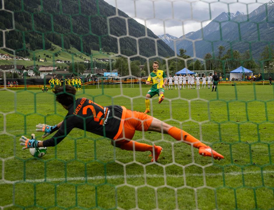 Wörgls Torhütertalent Paul Linzbauer hielt den Elfmeter von Thomas Schennach und entschied damit das Finale für sein Team.