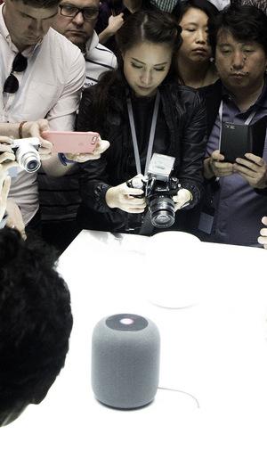 Fachpresse und Apple-Fans begutachteten das neue Gerät begeistert.