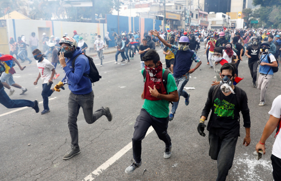 Demonstranten sind wieder mit der Polizei zusammengestoßen.
