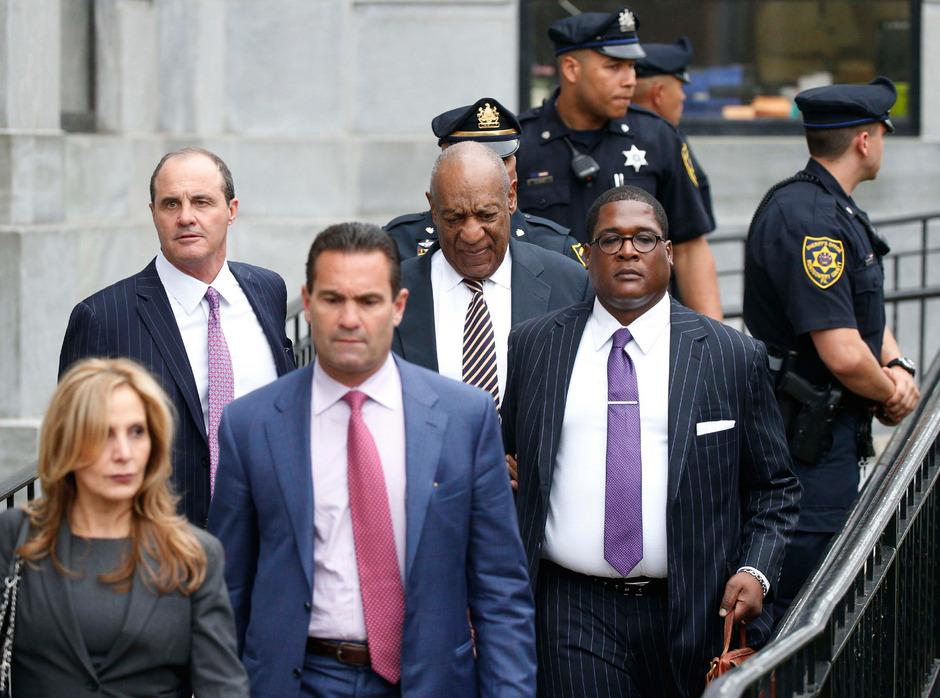 Bill Cosby trifft zum Prozess ein.