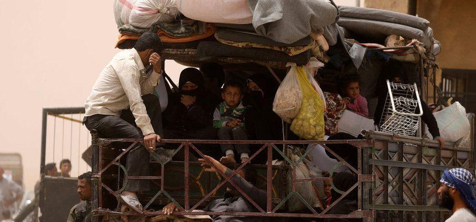 Um die IS-Hochburg Raqqa toben seit Wochen heftige Kämpfe. Zivilisten versuchen zu fliehen.