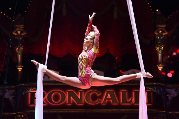 Der Zirkus Roncalli punktet mit atemberaubender Artistik.