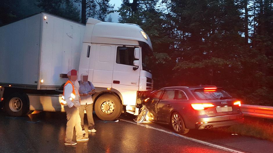Der deutsche Autofahrer wurde verletzt.