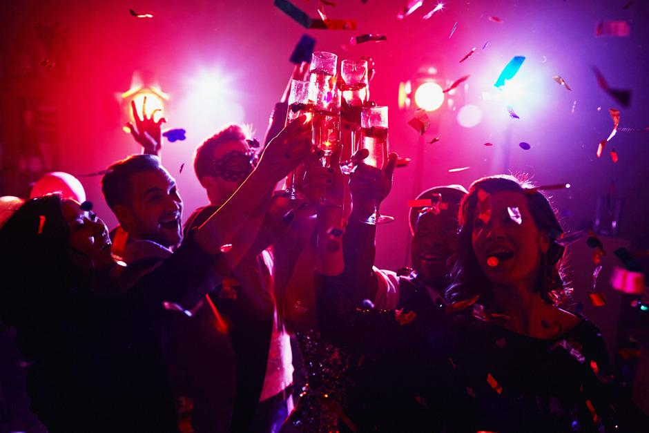 Partys, die in Exzessen enden: In Tirol gibt es das auch. Maßnahmen wie in Italien sind nicht gewünscht.