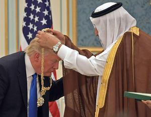 Trump wurde in Saudi-Arabien hofiert, er erhielt sogar den höchsten Orden des Landes.