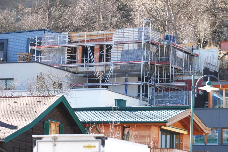 Das seit Monaten unvollendete Bauwerk am Landecker Hasliweg beschäftigt weiterhin die Gerichte.