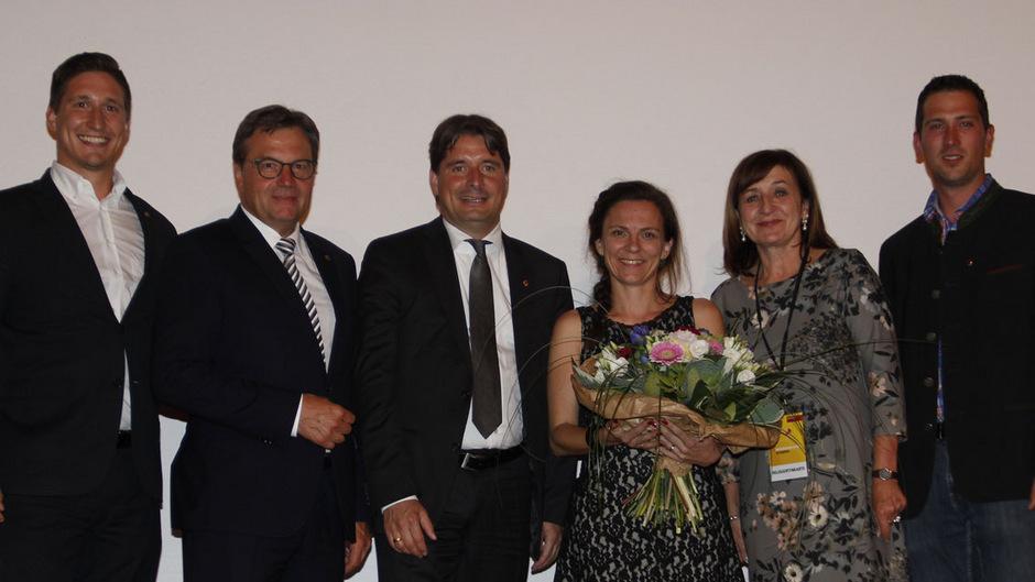 LH Günther Platter (2.v.l.) und LR Beate Palfrader (2.v.r.) gratulierten dem neuen Führungsteam mit Christoph Pichler, Peter Seiwald, Andrea Watzl und Andreas Embacher (v.l.).
