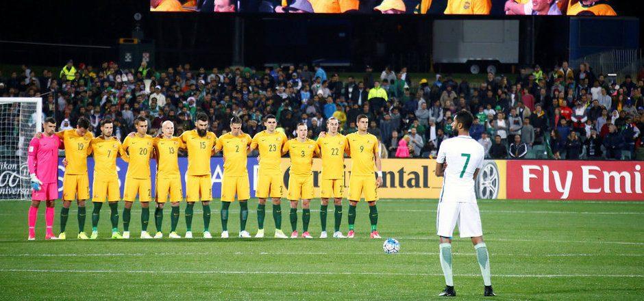 Während der Schweigeminute hielten nur die australischen Spieler im Gedenken an die Opfer von London inne.