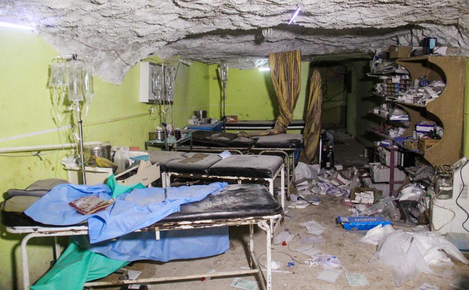 Dutzende Menschen verloren bei einem Angriff auf ein Krankenhaus in Khan Sheikhoun ihr Leben.