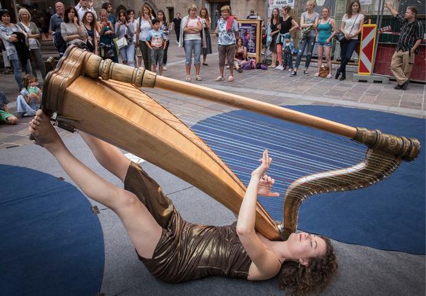 Zum Staunen gab es in der Stadt genug. Kunst, Tanz und Shopping boten eine gute Mischung. Der Andrang war riesig.