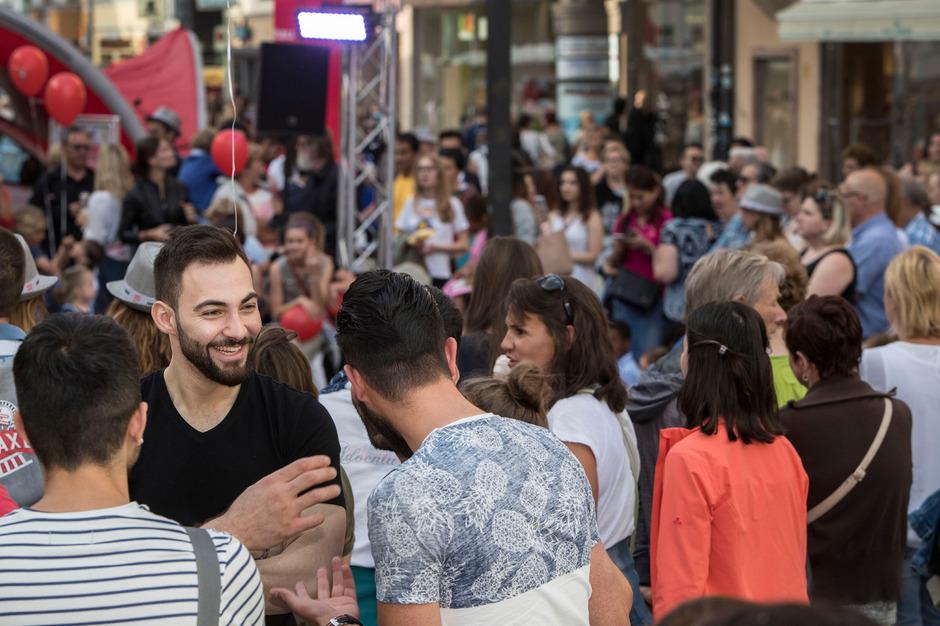 600 Geschäfte in der Innsbrucker Innenstadt und die Einkaufszentren hatten bis 23 Uhr geöffnet. Das freute Tausende Besucher.