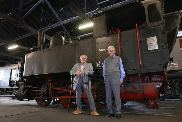Klaus Ladinig und Rolf Keller nach der Übergabe der Dampflokomotive Sulm 1 an die Eisenbahnfreunde Lienz.
