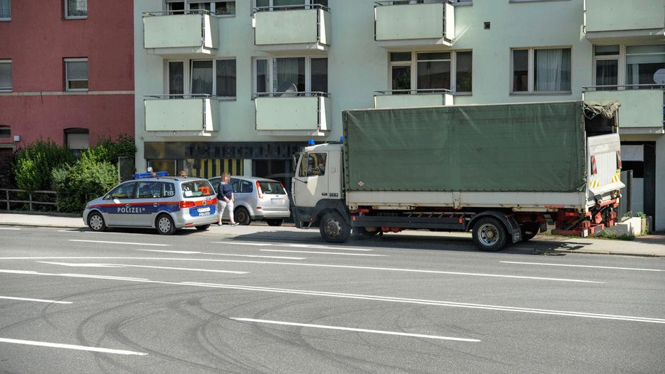 Die Polizei beschlagnahmte eine riesige Menge an - vermutlich - gestohlener Ware.